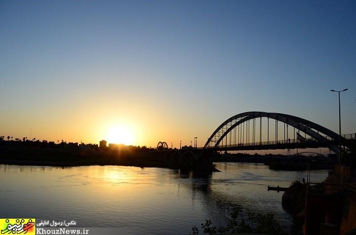 آب و برق چندین شهر خوزستان باز هم قطع شد/ انفجار پی در پی ترانس های برق در اهواز / وزارت نفت سریعاً وارد عمل شود