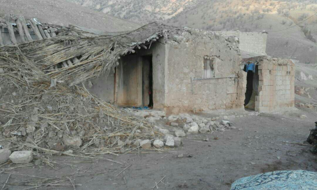 احداث سرپناه برای خانواده دهدزی که خانهشان فروریخت