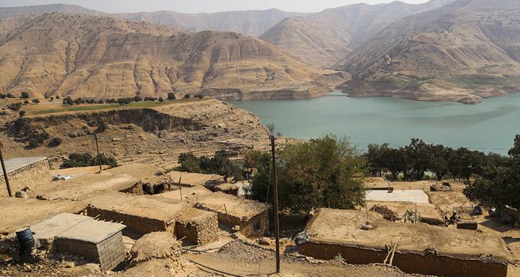 روستای میراحمد ایذه به دلیل رانش زمین در خطر است