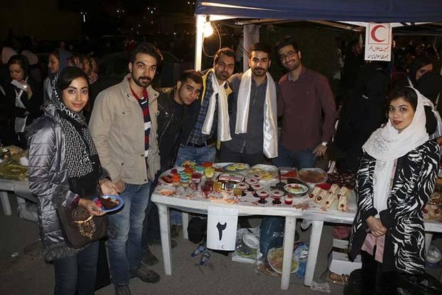 برگزاری جشنواره خیریه فروش غذا در اهواز / تصاویر