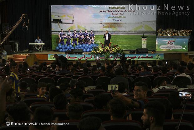 تصاویر / مراسم تجلیل از قهرمانان لیگ های فوتبال و فوتسال ساحلی با حضور مهدی تاج در اهواز