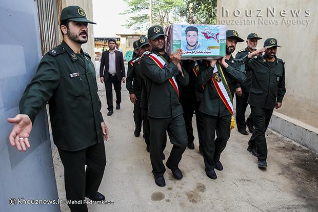 تصاویر / ورود پیکر شهید مدافع حرم سید عمار موسوی به اهواز