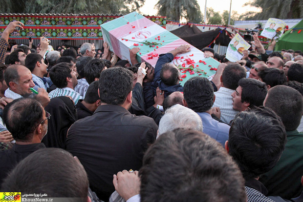 تصاویر/ مراسم استقبال از پیکر پاک مدافع حرم؛ سردار شهید دریساوی در اهواز / 1