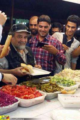 تصاویر/ ضرغامی و شریفی نیا در حال خوردن فلافل در لشکرآباد اهواز