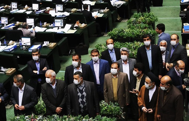 عکس/ اعتراض نمادین نمایندگان اهوازی در مجلس